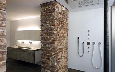 des briques dans la salle de bains - éviter de l'humidité