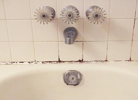 Nettoyer moisissure salle de bain my blog Astuce pour nettoyer les joints de salle de bain